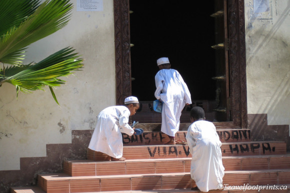 young-boys-climbing-stairs-mosque-entrance-stone-town-zanzibar-white-gowns-caps