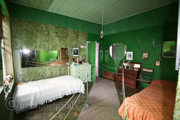 green-walls-interior-owl-house-nieu-bethesda-karoo-south-africa