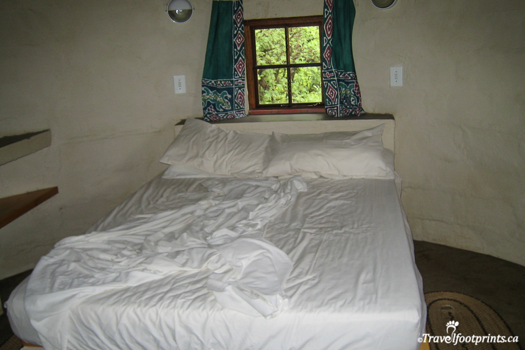 private double bed rondavel inkosana  backpackers