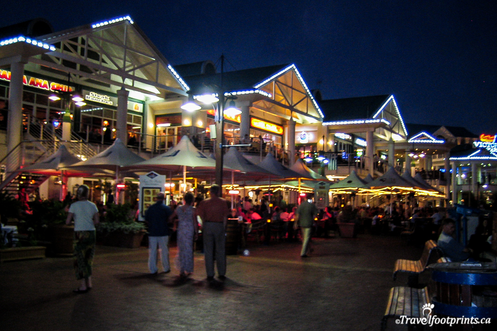 nightlife and enteraintment at victoria and alfred waterfront