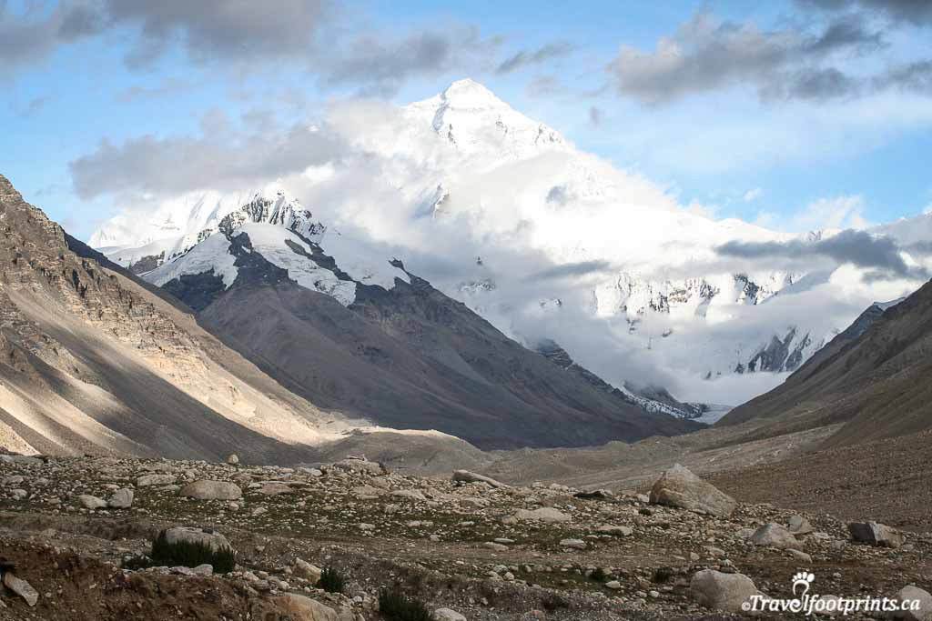 magnificient-view-of-mount-everest-from-tibet-side