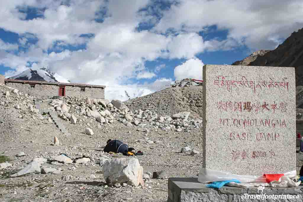sign-marker-Mt-Qomolangma-everest-base-camp-5200-meters