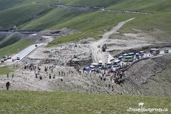 hoards of chinese tour buses at yamdrok tso lake