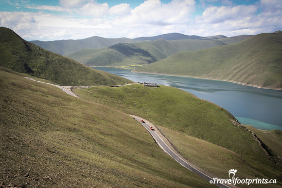 yamdrok-tso-lake-kambl-la-pass-mountain-summit-road-tibet-tourist-attraction