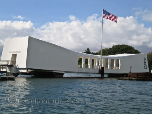 pearl-harbor-uss-arizona-memorial-oahu-battleship-united-states-flag