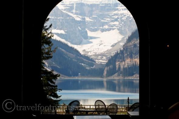 living-lake-louise-window-lakeview-lounge-glacier-fairmont-chateau-hotel