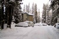 living-lake-louise-staff-residences-snow