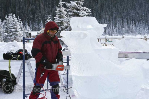 lake-louise-ice-magic-festival-carver-chainsaw