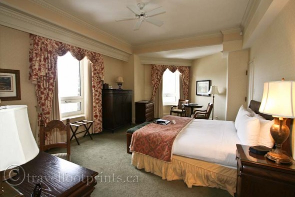 fairmont-banff-springs-hotel-room-bed-windows
