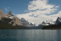 jasper-national-park-glacier-mountains-maligne-lake-boat-tour-blue-water