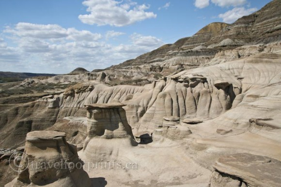 drumheller-hoodoo-sandstone-rock-formations-blue-sky