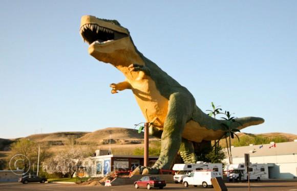 drumheller-worlds-largest-dinosaur-statue-tyrannosaurus-rex