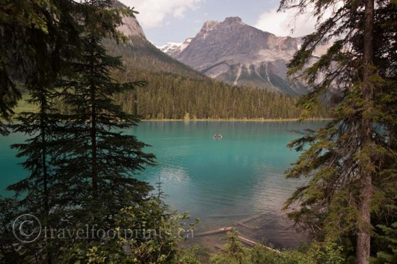 emerald-lake-lodge-view-aqua-color-water-mountains