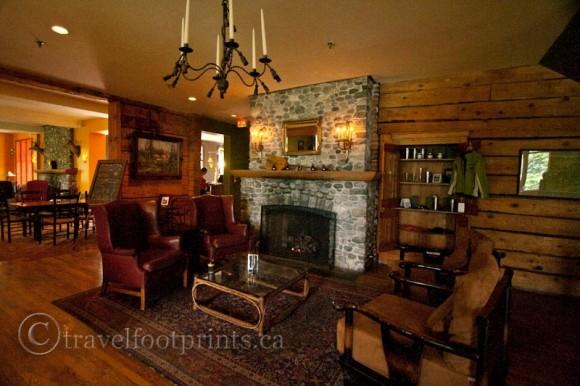 emerald-lake-lodge-fireplace-lounge-cozy-yoho-national-park