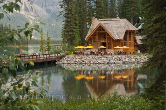 emerald-cilantro-lake-exterior-view-umbrellas-water-bridge