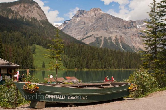 emerald lake bc-lodge-boat-mountains-water