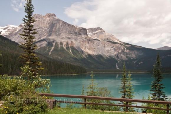emerald-lake-lodge-view-mountains-blue-water-yoho-national-park