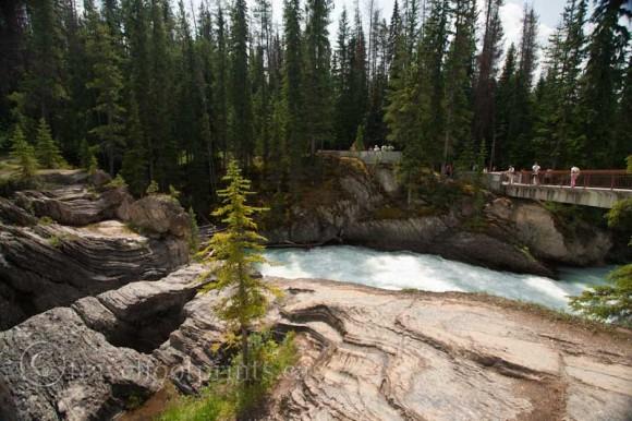 natural-bridge-kicking-horse-river-yoho-national-park