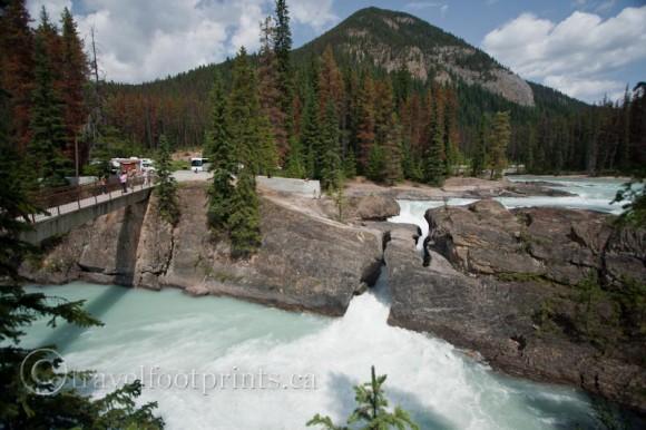 natural-bridge-kicking-horse-river-mountain-yoho-national-park