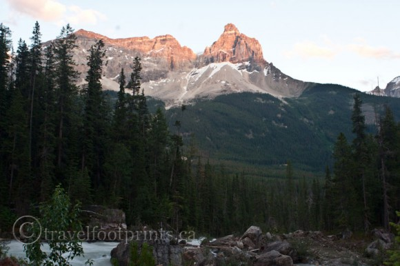 yoho-national-park-rugged-mountain-view-river-rocks