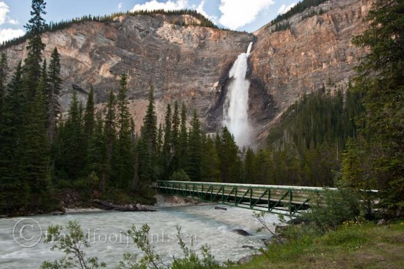 takakkaw-falls-yoho-national-park-bridge-across-river
