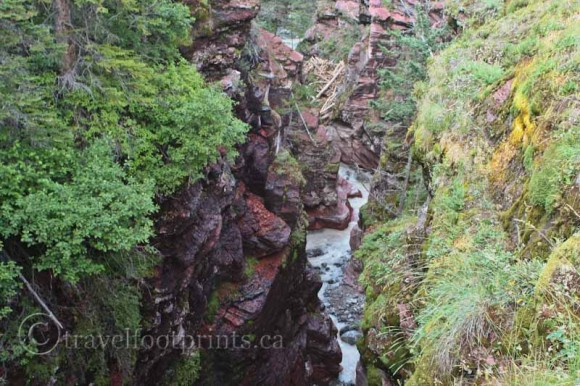 waterton-lakes-national-park-view-deep-red-rock-canyon