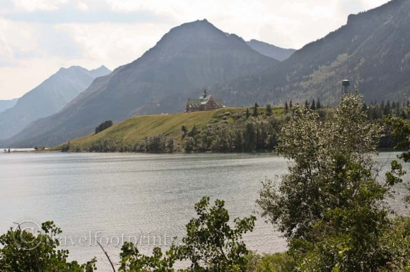waterton-lakes-national-park-view-prince-wales-hotel-mountains