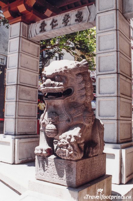 Dragon Gate at Chinatown in Sanfrancisco