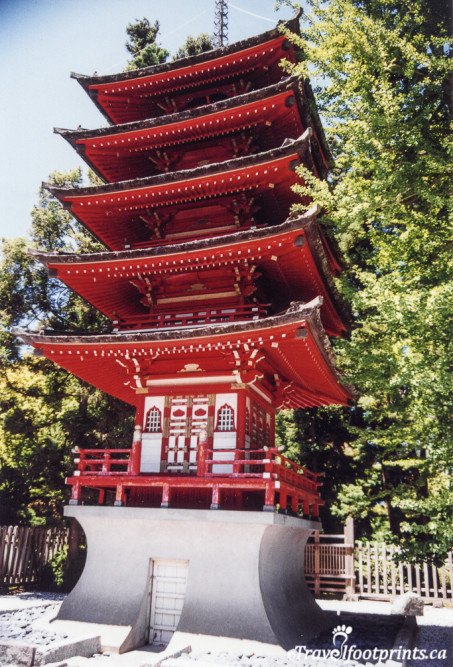 tall red pagoda in Japanese Gardens Sanfrancisco