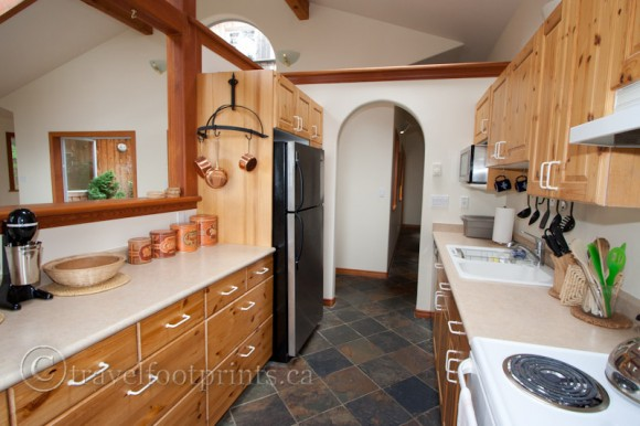 horny-island-high-salal-house-kitchen