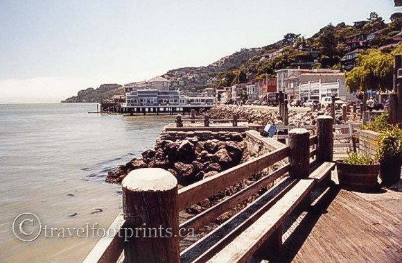 sausalito-waterfront-wooden-boardwalk-ocean-houses