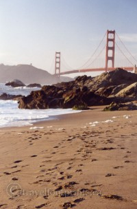 footprints-sand-bridge-ocean-san-francisco-beach-golden-gate