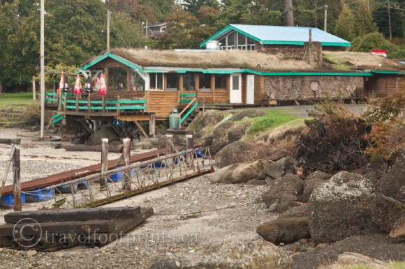 Hornby-island-thatch-pub-beach-rocks