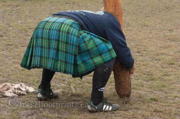 Canmore-highland-games-man-lifting-taber-kilt
