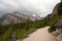 lake-agnes-tea-house-trail-mountain-views