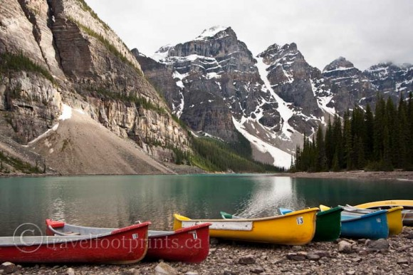 moraine-lake-colorful-canoe-rentals-mountains