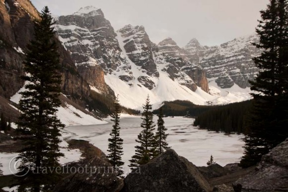 moraine-lake-valley-ten-peaks-winter-frozen-snow-ice