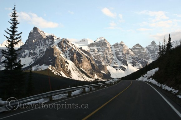 moraine-lake-valley-ten-peaks-glaciers-snow-mountains-road