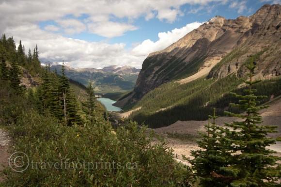 plain-six-glaciers-lake-louise-trail-view-mountains