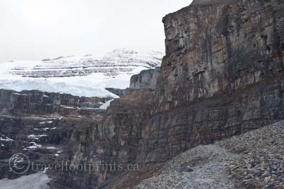 lake-louise-plain-six-glaciers-cliff-mountain