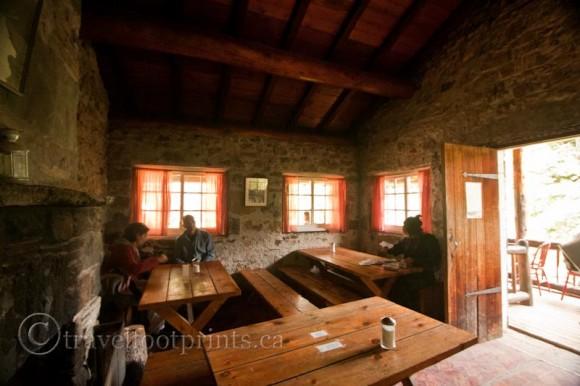 lake-louise-plain-six-glaciers-tea-house-interior-view-tables