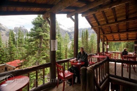 lake-louise-plain-six-glaciers-tea-house-outdoor-balcony-view
