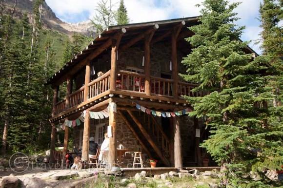 lake-louise-plain-six-glaciers-tea-house-exterior-flags