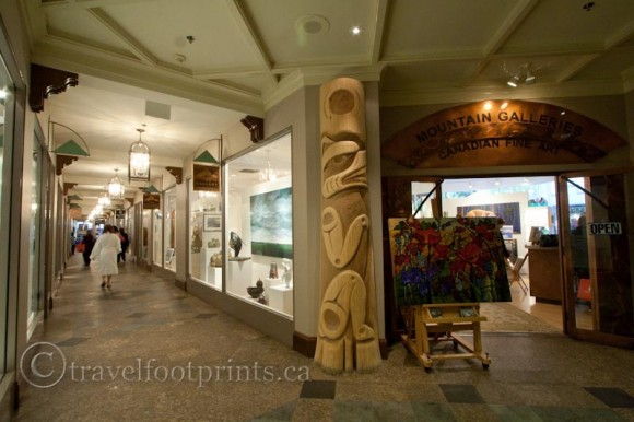 fairmont-chateau-whistler-hotel-shopping-totem-pole-hallway