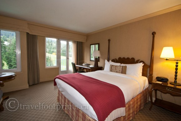 fairmont-chateau-whistler-room-bed-view-ski-slope