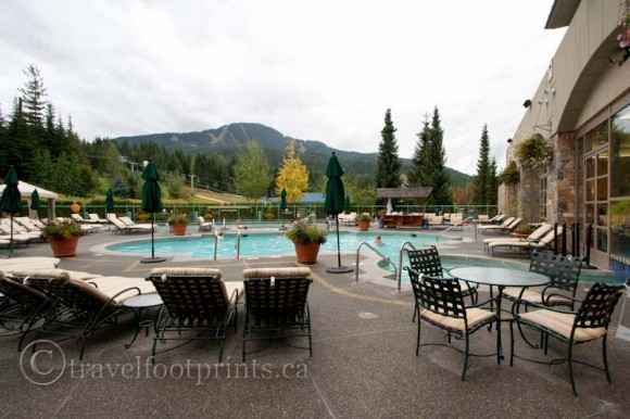 fairmont-chateau-whistler-hotel-outdoor-pool-deck-lounge-chairs