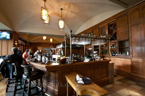 fairmont-chateau-whistler-hotel-mallard-lounge-bar-stools