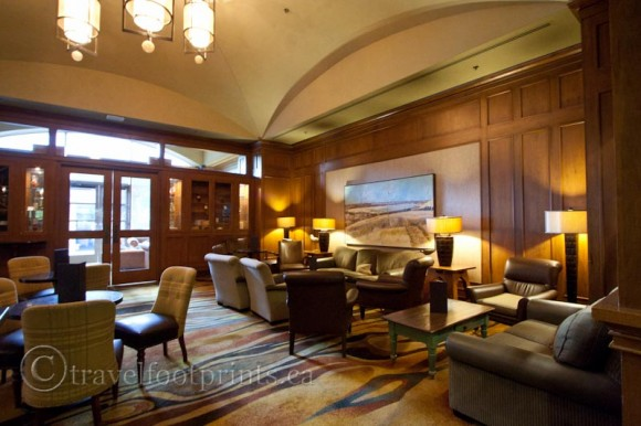 fairmont-chateau-whistler-hotel-mallard-lounge-comfortable-seats