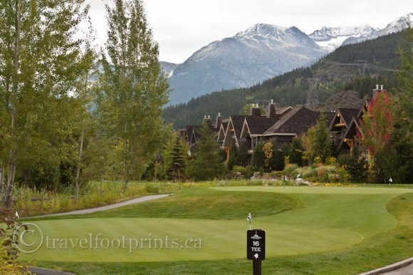 golf-course-whistler-houses-mountains