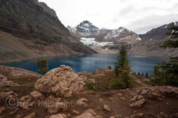 beautiful-lake-ohara-hiking-mcarthur-trail-blue-glacier-water